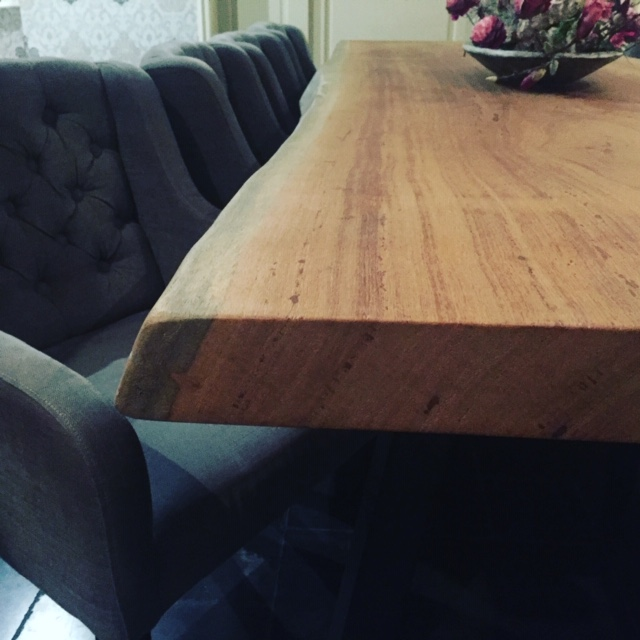 boomstam-tafel-in-huis.jpg